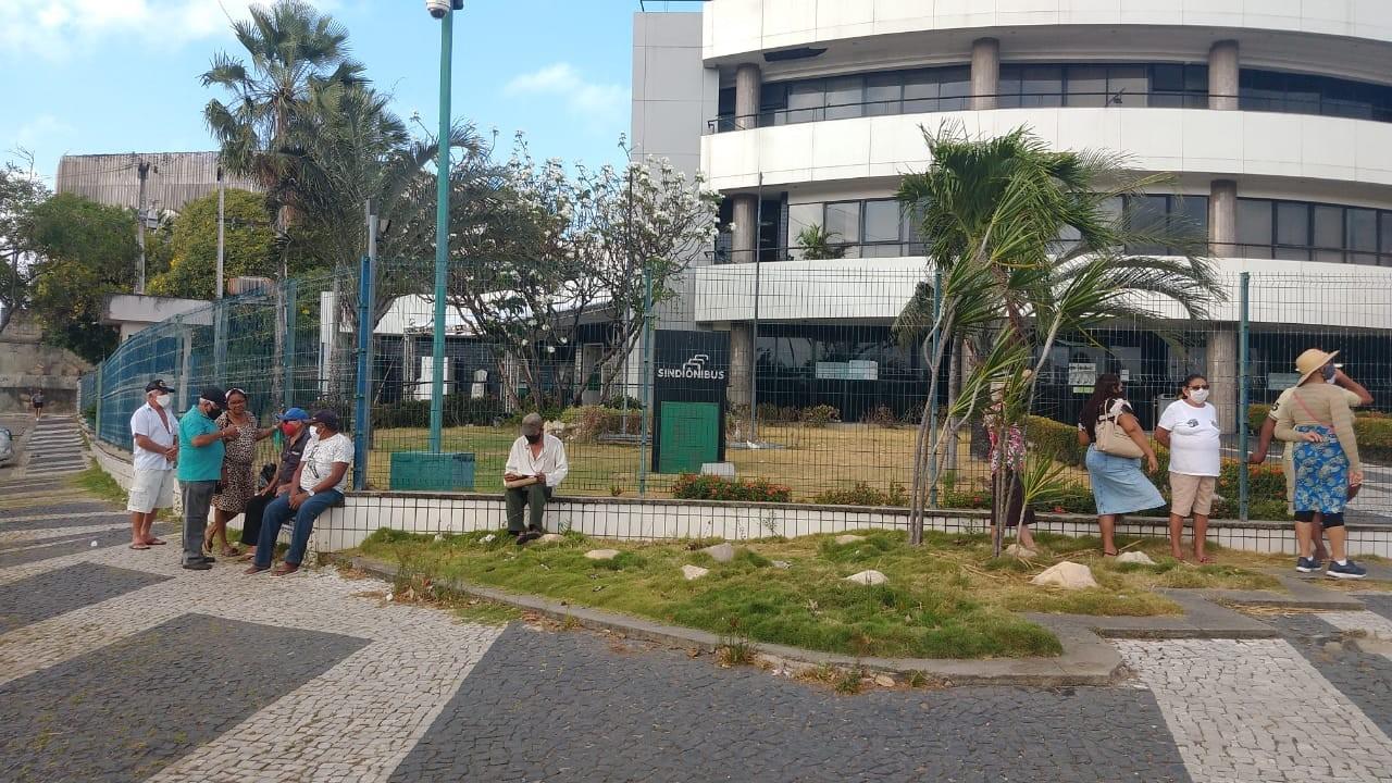 Sindiônibus retoma atendimento presencial de idosos para emissão do cartão de gratuidade em Fortaleza, mas com agendamento