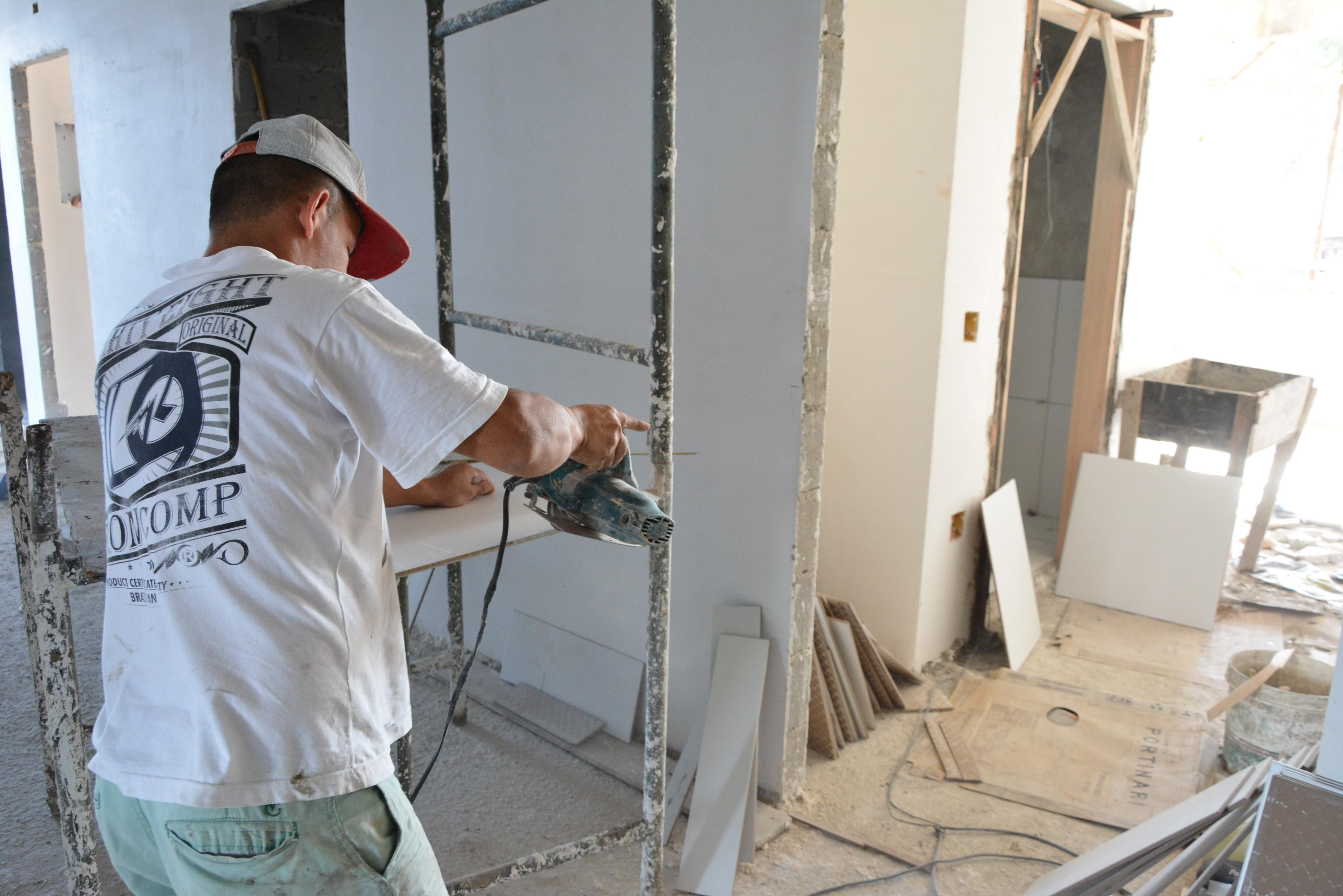 Etec abre inscrições para curso gratuito de assentador de portas em Rio Preto