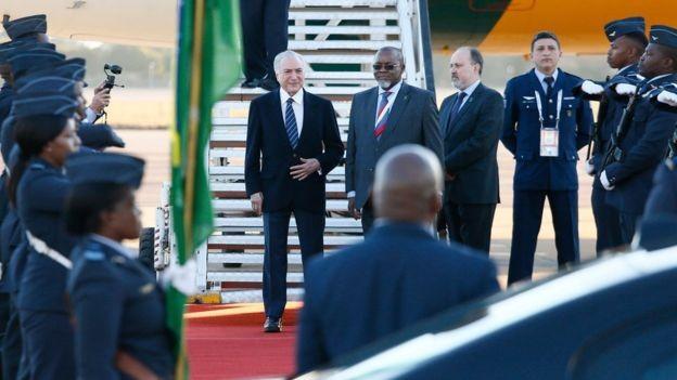 Temer em chegada à cúpula na África do Sul; Brasil quer consolidar rede de parques tecnológicos dos Brics (Foto: AFP via BBC)