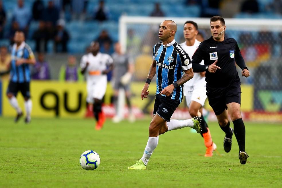 Diego Tardelli entrou muito bem no jogo — Foto: Lucas Uebel/Grêmio