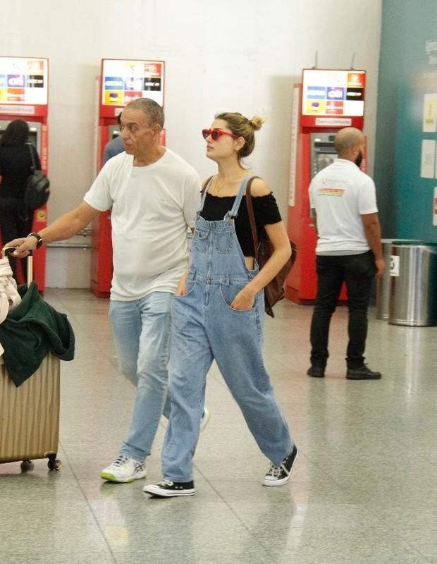 Sasha desembarca no aeroporto do Galeão, após passagem pelo Nordeste