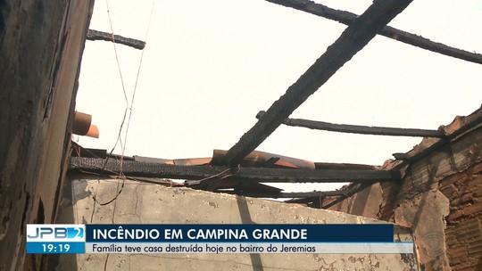 Incêndio destrói casa em Campina Grande