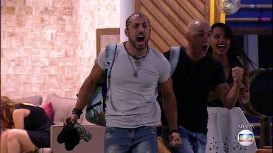 Kaysar e Ayrton gritam antes de deixar a casa do BBB18