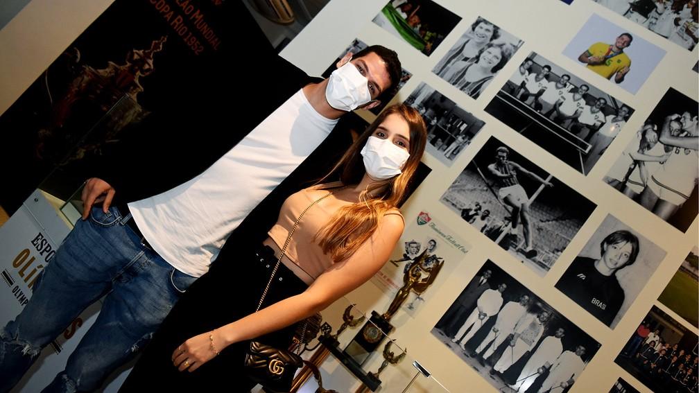 Nino e a esposa Larissa no Fluminense — Foto: Mailson Santana / Fluminense FC