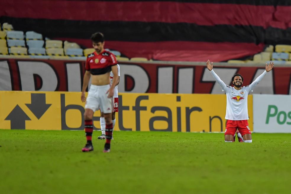 Rodrigo Caio, zagueiro do Flamengo, em derrota para o Bragantino — Foto: Thiago Ribeiro / Agif