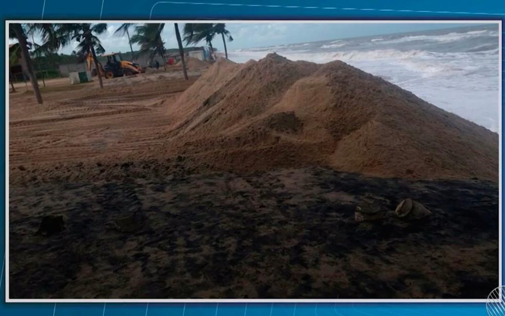 Erosão provoca estragos na orla de Belmonte, na Bahia (Foto: Reprodução/TV Santa Cruz)