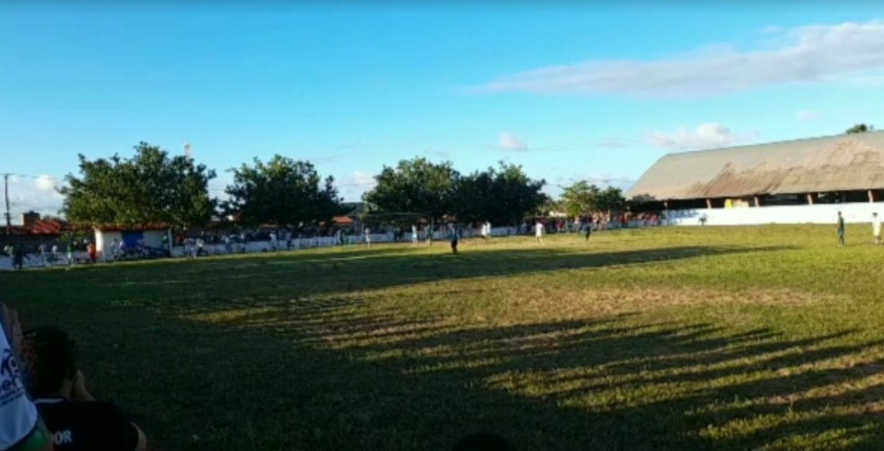 Homem que estava assistindo partida foi assassinado no domingo (4) em Ceará-Mirim. — Foto: Reprodução