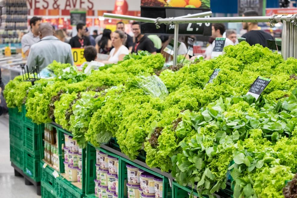 Cultivo de hortaliças depende de irrigação e preocupação do setor é se terá água suficiente nos reservatórios até o próximo ano. — Foto: Celso Tavares/G1