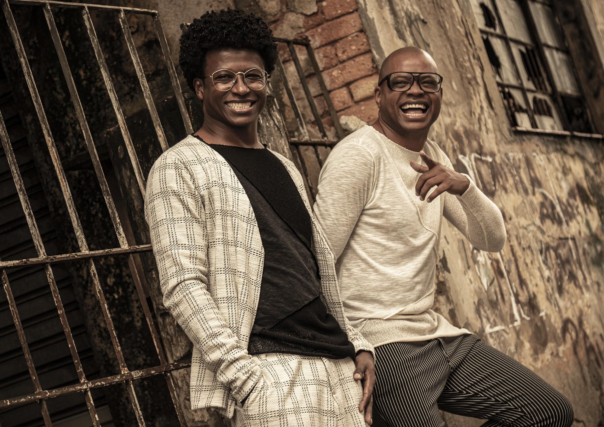 Duo Prettos volta às tradições do samba com o frescor das regravações do álbum 'Novo viver'