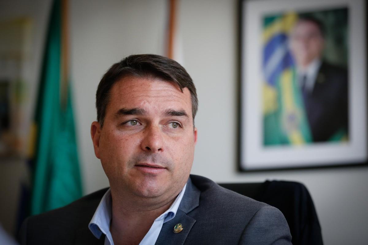 Flávio Bolsonaro diz que fez financiamento para comprar mansão em Brasília