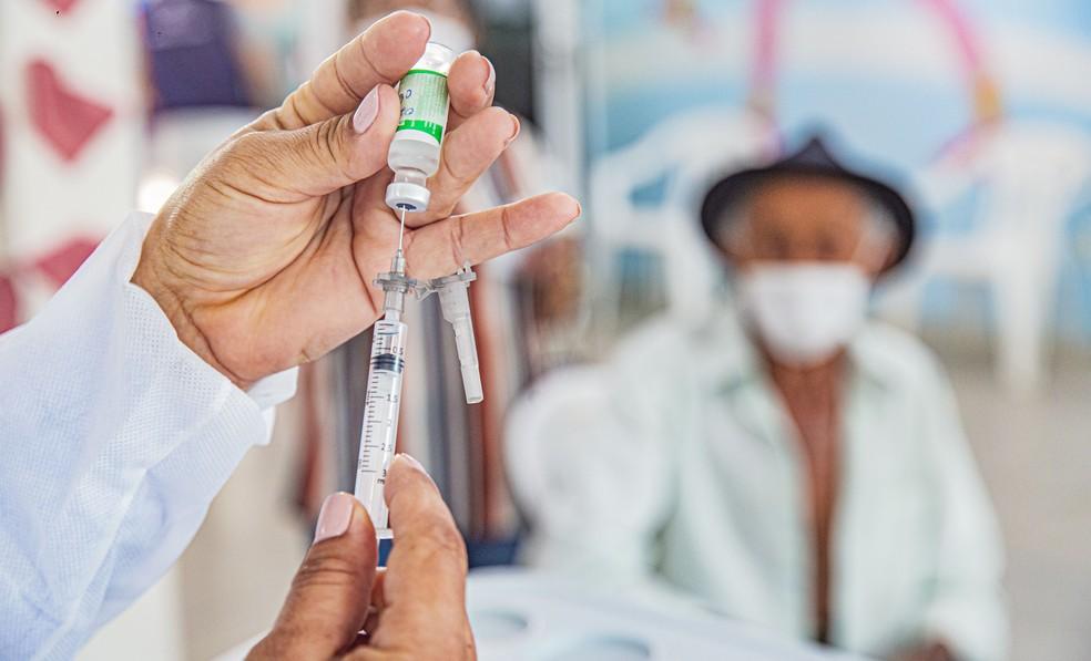 Vacinação de idosos contra a Covid-19 no Brasil  — Foto: Pablício Vieira/Ascom Arapiraca