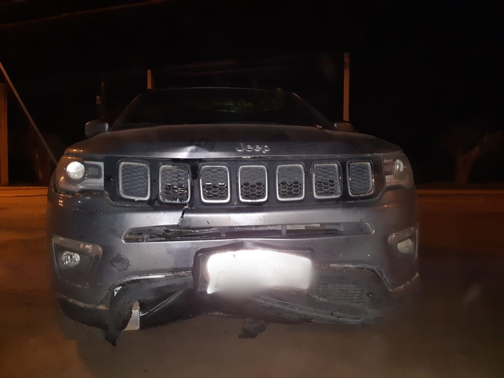 Veículo do condutor que atropelou homem km 436 da BR-364 em Jaru (RO) — Foto: PRF/Divulgação