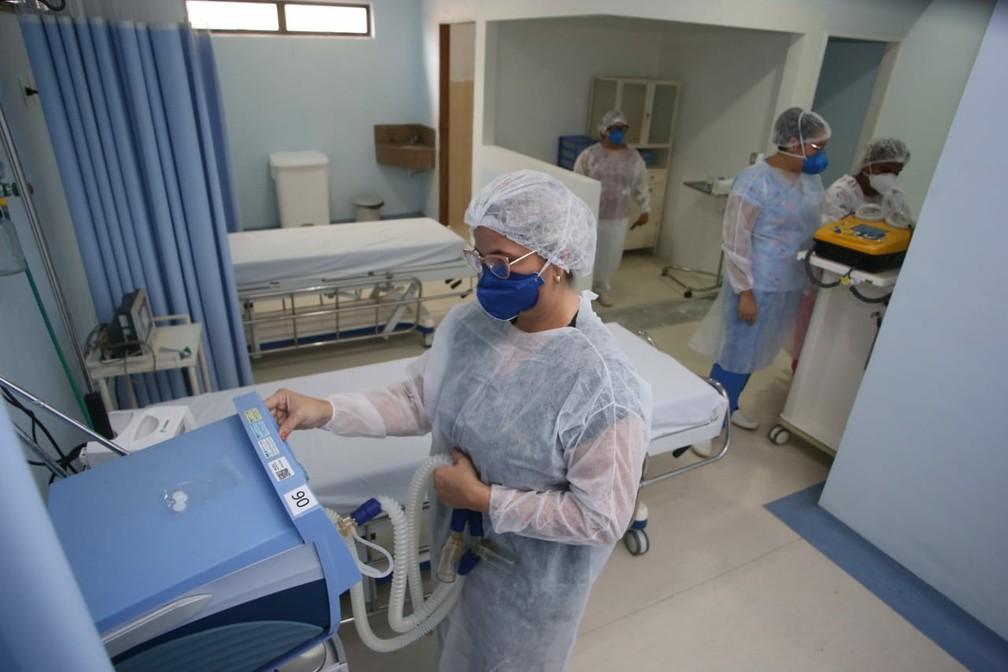 Hospital de Campanha da Zona Sul de Natal: município é o com mais profissionais infectados — Foto: Alex Régis