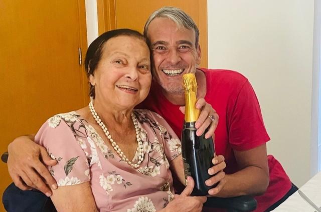 Alexandre Borges com a mãe (Foto: Arquivo pessoal)