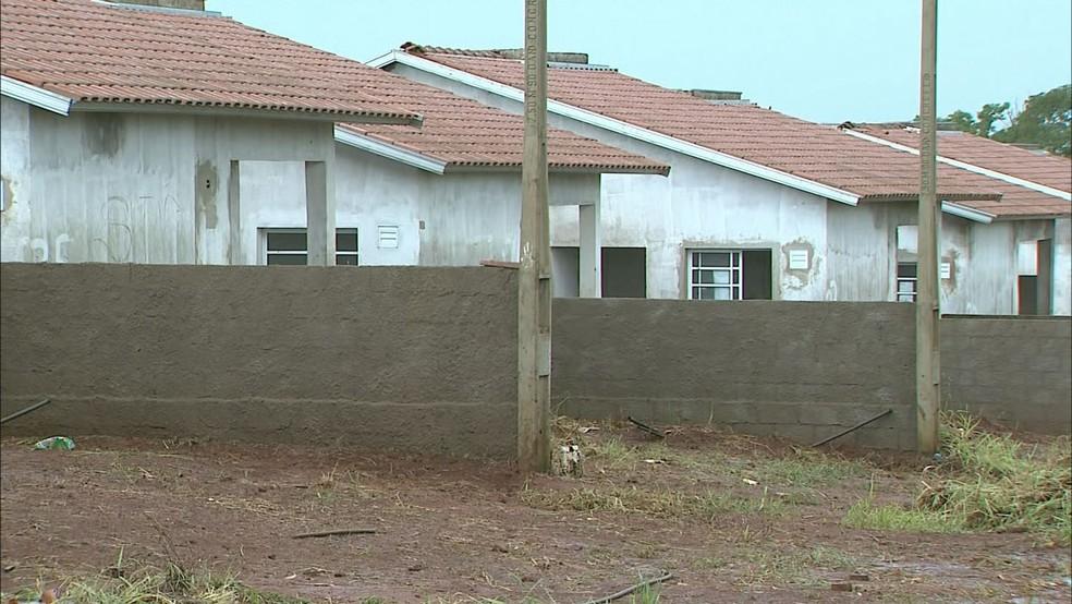 Conjunto habitacional da CDHU em São José da Bela Vista, SP (Foto: Reprodução/EPTV)
