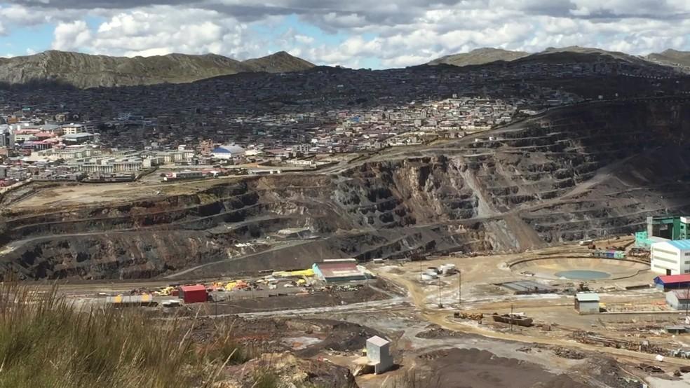 Cerro de Pasco, no Peru, tem uma enorme mina a céu aberto (Foto: BBC)