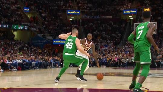 Sob comando de LeBron, Cavaliers vencem os Celtics em jogo marcado por grave lesão