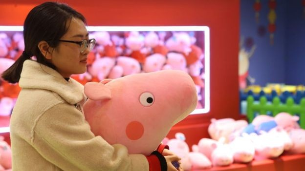 Governo chinês chegou a censurar Peppa Pig, mas mudou de ideia e a porquinha é sucesso absoluto no país asiático (Foto: Getty Images/BBC)