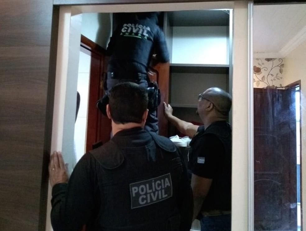 Agentes cumpriram mandados em casa e locais de trabalho (Foto: Polícia Civil/Divulgação)