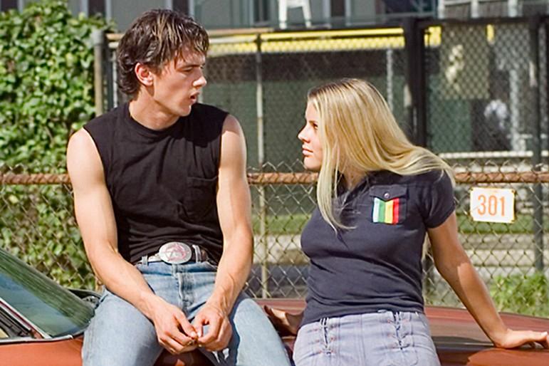 James Franco e Busy Philipps em cena da série Freaks and Geeks (1999-2000) (Foto: Reprodução)