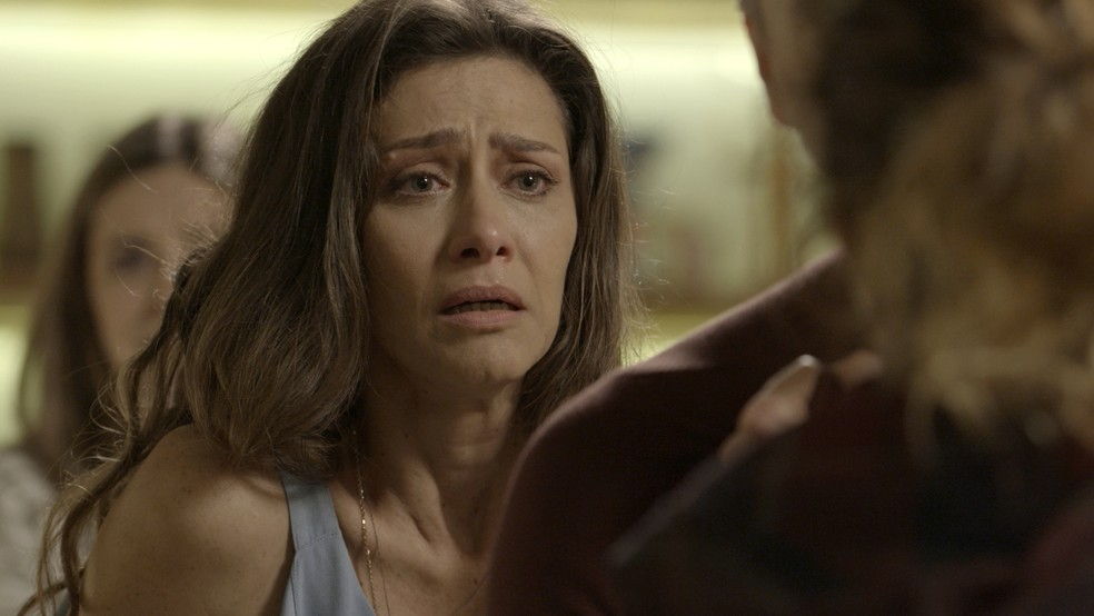 Ela se desespera (Foto: TV Globo)