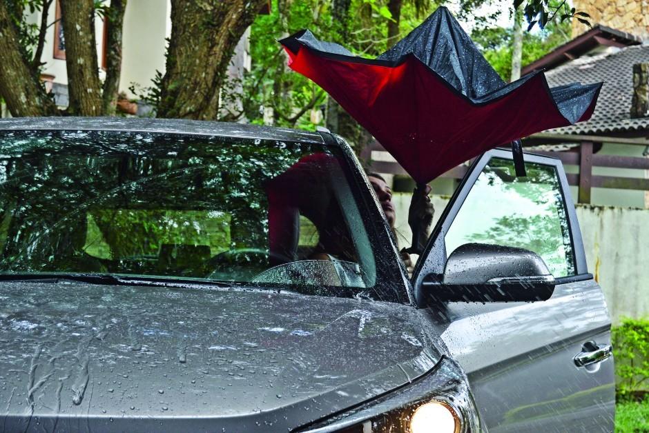 Guarda-chuva invertido (Foto: André Schaun)