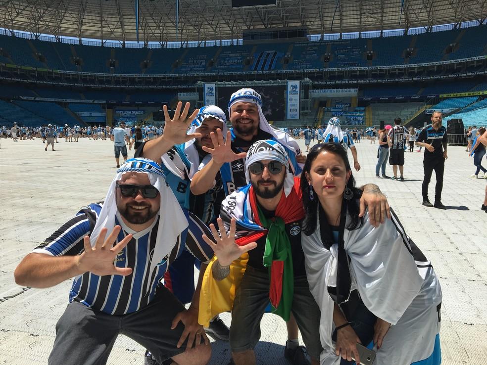 Torcedores de Viamão foram no clima de Abu Dhabi para a fan fest na Arena do Grêmio (Foto: Bárbara Natália/Divulgação )