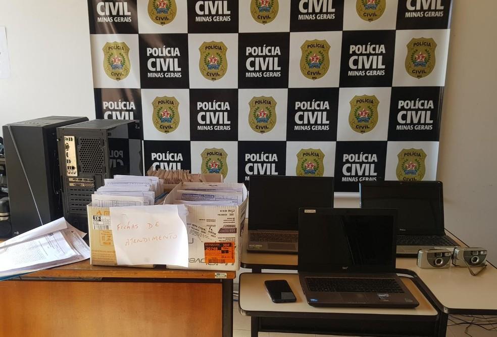 Materiais apreendidos durante cumprimento de mandado de busca e apreensão — Foto: Polícia Civil/Divulgação