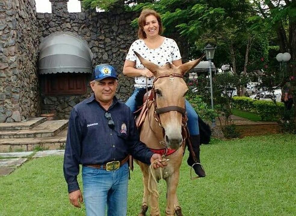 Lucimar Dantas, esposa de Josemar de Oliveira, está sendo compaheira de viagem do esposo para participarem de formatura da filha (Foto: Beatriz Fernandes/Arquivo Pessoal)