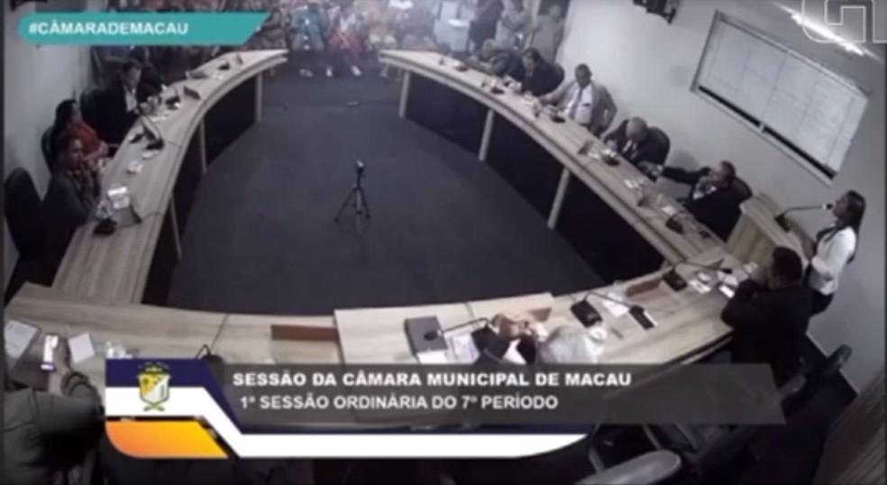 Declaração de vereadora de Macau foi feita na primeira sessão de 2020  — Foto: Reprodução