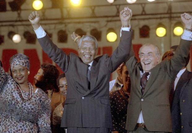 Em 1991, Nelson Mandela participou de um show na praça da apoteose com Winnie Mandela e Leonel Brizola (Foto: Guilherme Bastos / Agência O Globo)