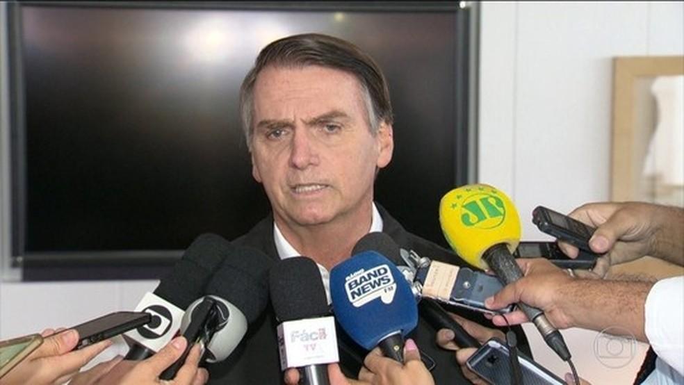 Bolsonaro dá entrevista no Rio de Janeiro em 21 de outubro — Foto: Reprodução/TV Globo