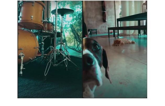 O ator, que toca bateria e guitarra, fala do amor pela música: 'Tenho um estúdio na sala com instrumentos. Adoro ficar ali' (Foto: Reprodução)