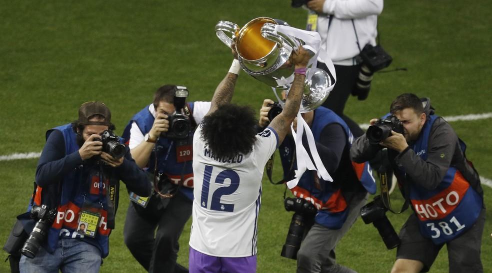 Marcelo com a taça da Liga dos Campeões (Foto: Reuters)