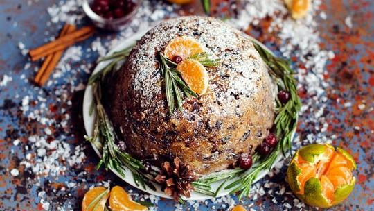 Receita natalina: aprenda a preparar um saboroso bolo inglês típico do Natal