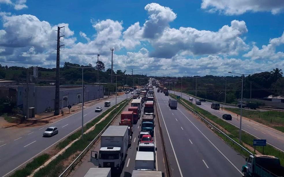 Congesionamento nesta segunda-feira (21), na BA-526 por conta da manifestação dos caminhoneiros (Foto: Divulgação/Bahia Norte)