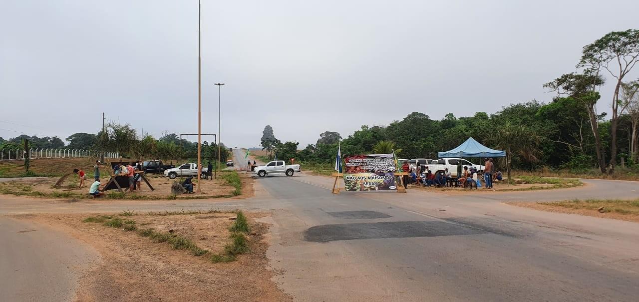 Protesto de agricultores chega ao 3° dia na BR-364, no trevo de Cujubim
