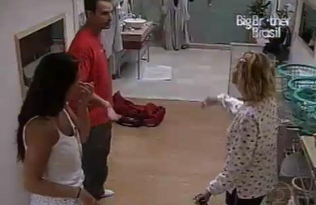 Na primeira edição, Bruno e Cris trocaram ofensas por causa de uma lata de leite condensado (Foto: Reprodução)