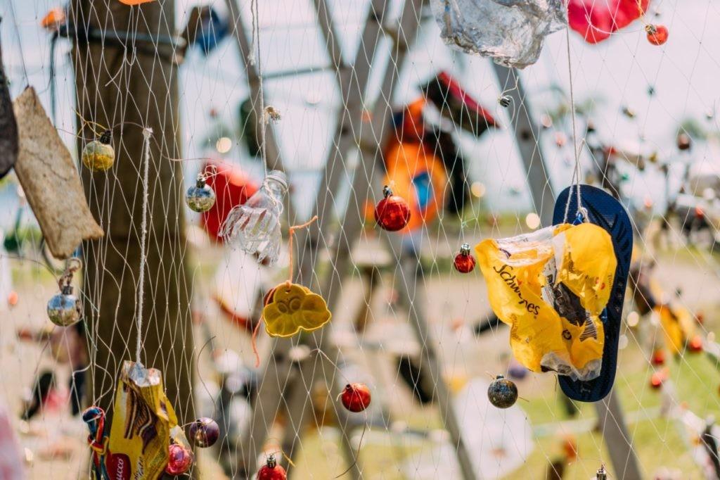 Instituto Argonauta construiu também uma árvore de Natal feita com lixo marinho para sensibilizar moradores e turistas (Foto: Divulgação)