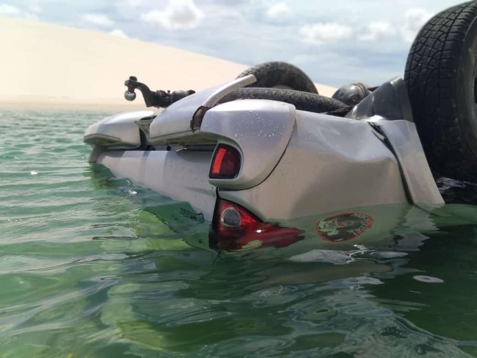 Caminhonete capota e cai em lagoa nos Lençóis Maranhenses, no MA | Maranhão | G1