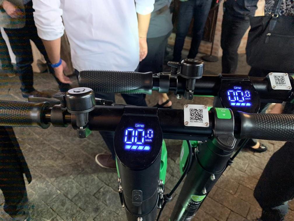 Patinetes da Lime têm visualizador de velocidade e nível de bateria. — Foto: Thiago Lavado/G1