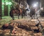 Carlos (Danilo Mesquita) é baleado em 'Éramos seis' | Camilla Maia/TV Globo