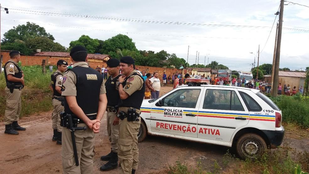 Cerca de 80 policiais participaram da ação (Foto: Polícia Militar/Divulgação)