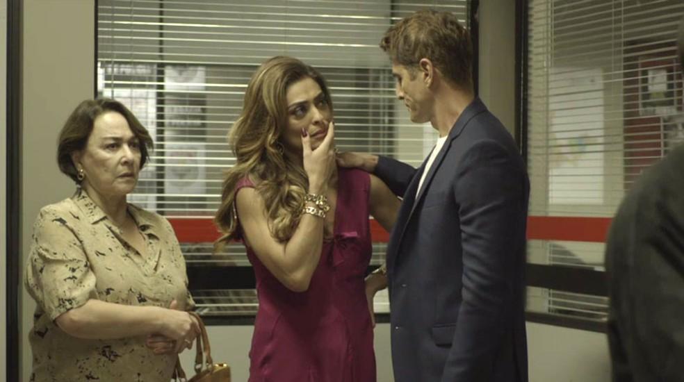Régis dá apoio a Maria — Foto: TV Globo
