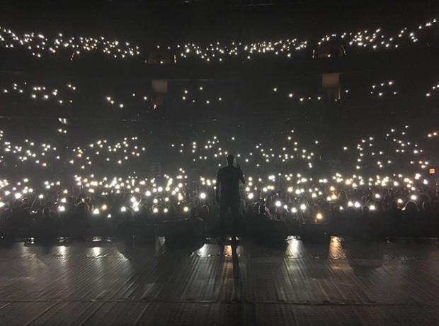"""Thiaguinho na estreia da turnê """"Só Vem"""" (Foto: Reprodução / Instagram)"""