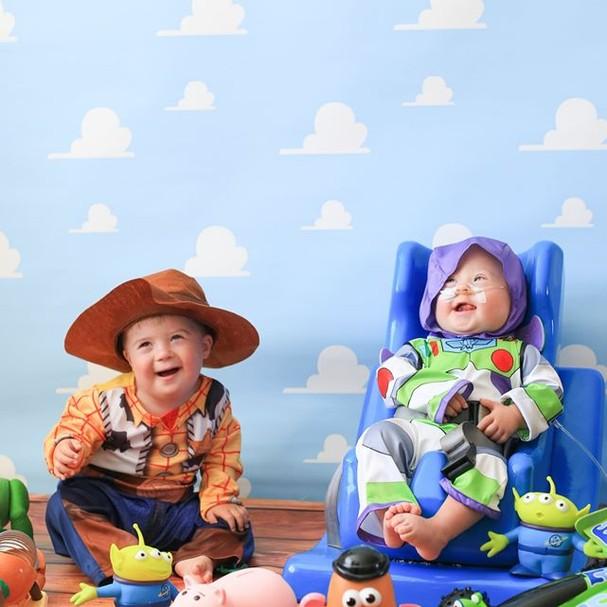 Fotógrafo reúne bebês com síndrome de Down para ensaio com tema Disney (Foto: Nicole Louise Photography)