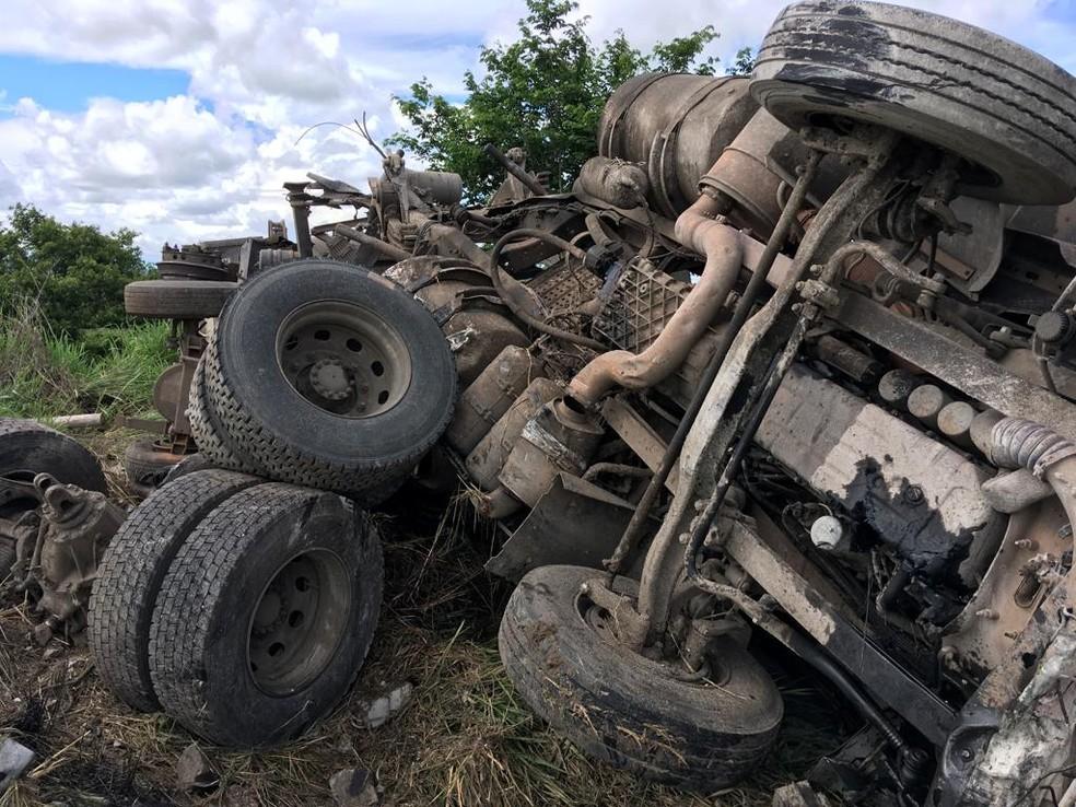 Caminhão ficou destruído após acidente  â?? Foto: Arquivo Pessoal