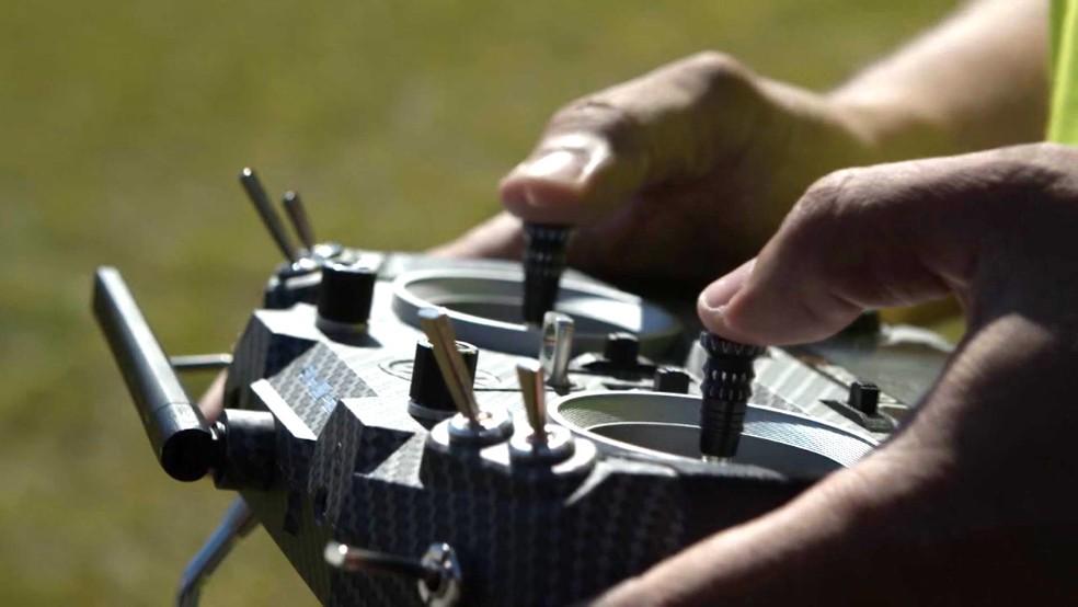 Piloto controla drone em teste para entrega de comida em Campinas. â?? Foto: André Alves e Eduardo Yamanaka / Nectar Audiovisual
