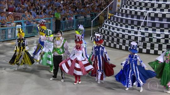 São Clemente abre o 2º dia de desfiles do Grupo Especial do Rio