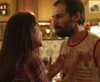 Julio Andrade e Adriana Esteves em cena de 'Amor de mãe' | Reprodução